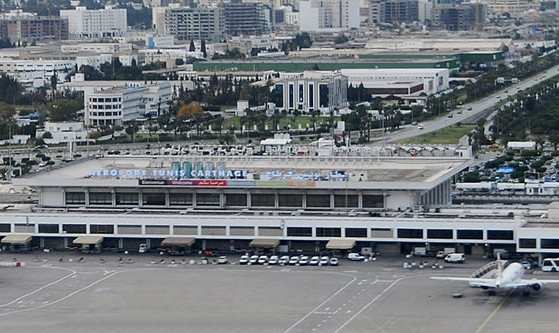 L'OACA engage des travaux à l'intersection de deux pistes de l'aéroport Tunis Carthage - Photo : Tunis Carthage
