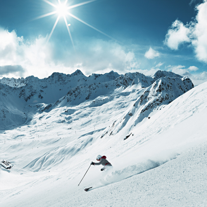 Ski a Weisshorn avec vue sur la station de ski Hoernli, Arosa. Copyright by: Switzerland Tourism/Stephan Schacher