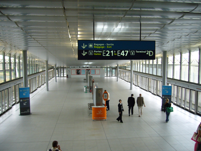 Après  la taxe Chirac, la taxe sur la sécurité, la taxe d'aéroport (pour les détails, il faudrait aussi que les compagnies participent à la construction de ce train et mettent au pot ! /photo Wikipedia