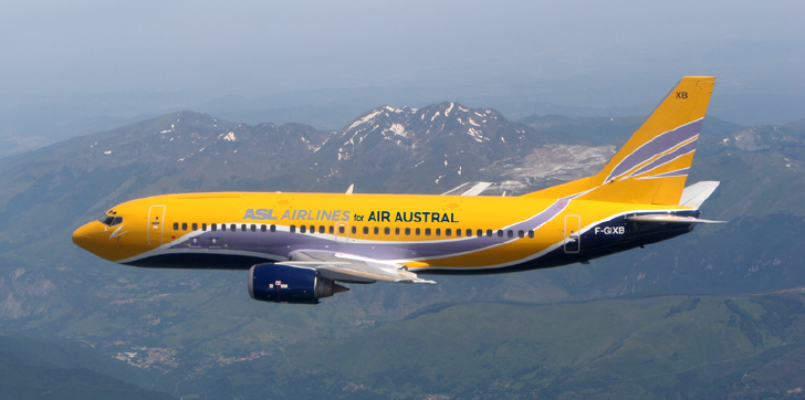 Le B737-‐300 QC d'ASL Airlines loué à Air Austral jusqu'à l'arrivée des B787-‐8. Un partenariat retranscrit sur le fuselage pour l'occasion - Photo : Air Austral