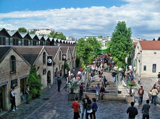 Bercy village donne rendez vous tous les dimanches aux touristes du monde entier - Cours saint emilion paris ...