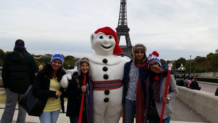 Bonhomme Carnaval à la rencontre du public au Trocadéro à Paris  - Photo Carnaval de Québec