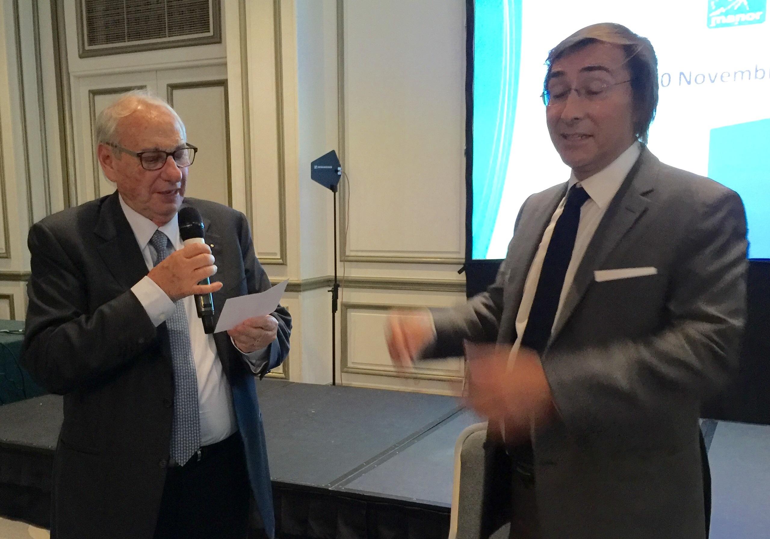 Jacques Paget, cet avocat devenu magicien, n'a pas besoin de chapeau ni de lapin pour impressionner Jean Korcia, illusionné !