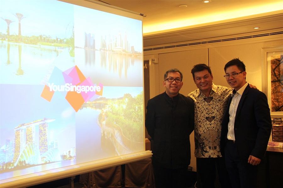 A gauche Chang Chee Pey Executive Director Singapore Tourism Board, centre Alvin Yapp (The Intan), droite Jonathan Loh Area Director Singapore Tourism Board - Photo R.K.