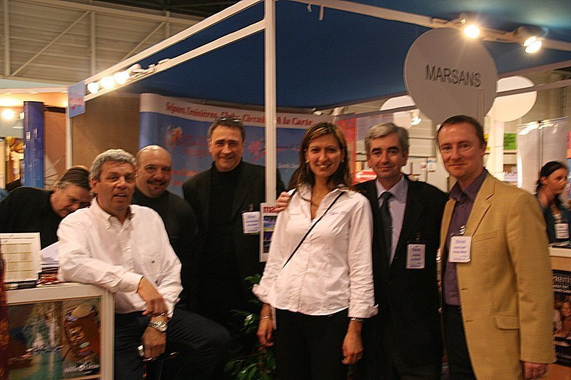 Alpilles Voyages : Philippe Beissier (à gche) entouré de quelques-uns de ses fournisseurs