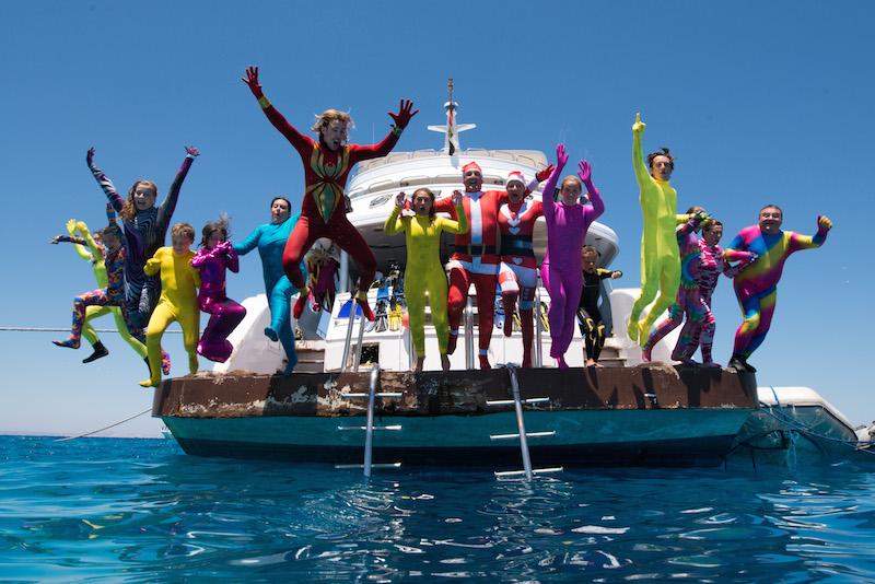 Ces fans de plongée sous-marine refusent les tristounettes combinaisons noires ! DR-Salon de la Plongée