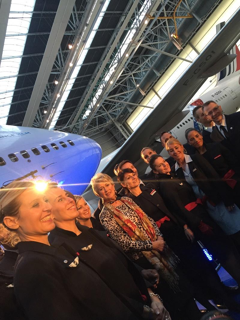 Jacqueline Pajot entourée de l'équipage du AF 747 - DR : C. Hardin