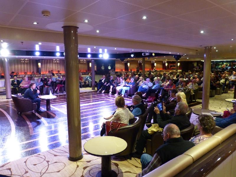 Stéphane Bern lors d'une conférence à l'occasion d'une croisière organisée par Media Up - Photo DR