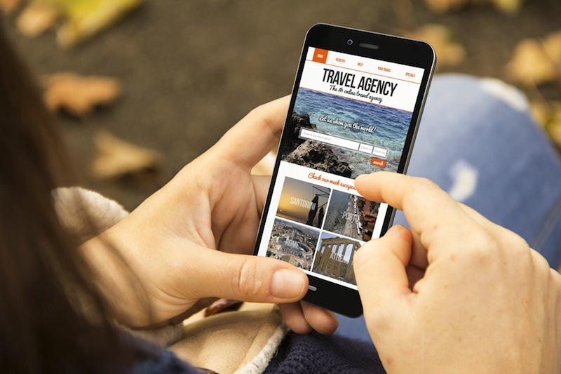 Qualifié de compagnon de voyage, le mobile prend une place prépondérante dans l'industrie du tourisme © Fotolia - georgejmclittle