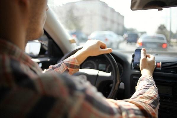 Les candidats devront obtenir au moins 12 sur 20 de moyenne à l'examen pour devenir chauffeur de VTC - Photo : kichigin19-Fotolia.com