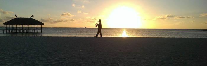 Copyright : Meltour.com - Saxophoniste sur une plage de Cuba
