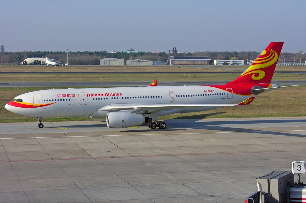 «Hainan Airlines Airbus A330-200 Manteufel» par Ralf Manteufel — http://www.abpic.co.uk/photo/1166967/. Sous licence GFDL 1.2 via Wikimedia Commons