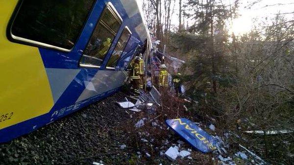 Les deux trains se sont retrouvés face à face sur la même voie - Photo : Twitter - Münchner Merkur