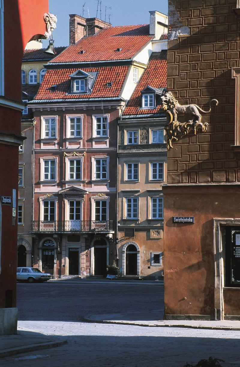 La vieille ville a été reconstruite à l'identique pierre par pierre - DR : J-P.C.