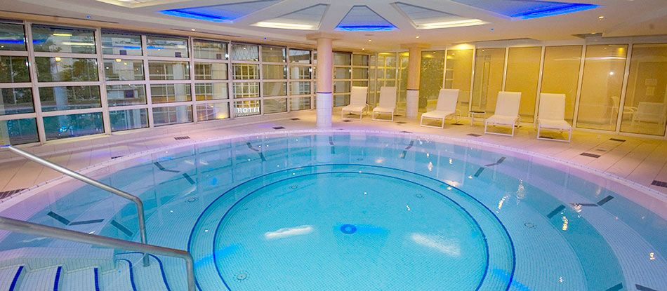 Giant thermal water bath-Vichy Spa Célestins Hotels