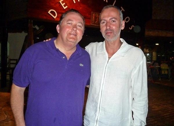C'était le (bon ?) temps où Pierre-André Romano (dte) concepteur et patron de Twimtravel posait avec son correspondant réceptif à Chypre/ photo MS
