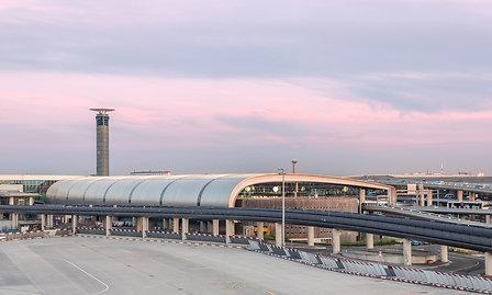 Vue extérieure du Terminal 2E de l'aéroport de Paris-Charles de Gaulle - Photo : Gwen Le Bras pour Aéroports de Paris