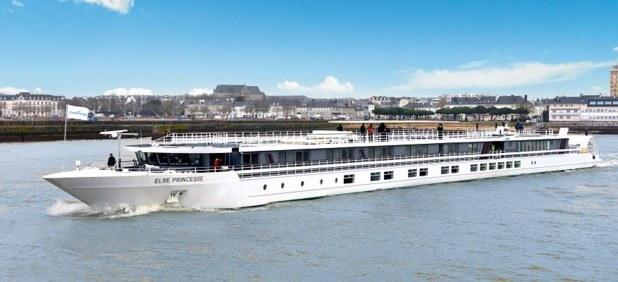Le MS Elbe Princesse  avec ses roues à aubes, naviguera sur l'Elbe et la Moldau, dès le 19 avril prochain - Photo : CroisiEurope