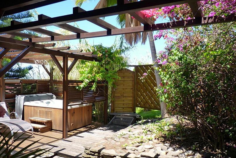Villa Ptite Anse : 70 m² avec cuisine, salon, 1 chambre, salle d'eau et son spa © Valérie Rodné