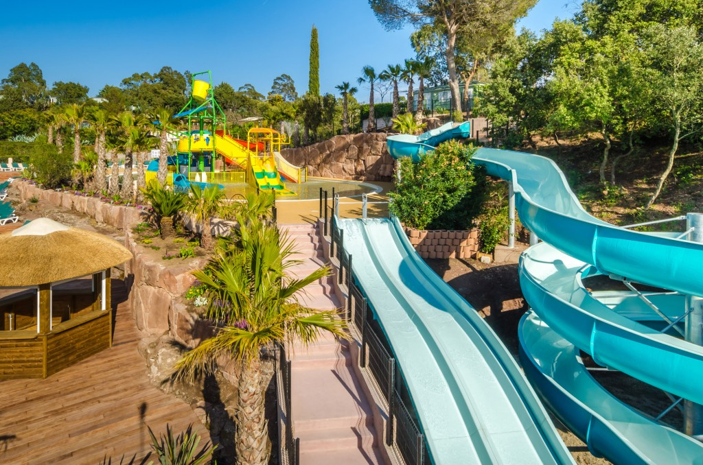 Slide away on multiple slides: a fun aqua playground for kids and two large pentagliss as well as a looping water slide - DR