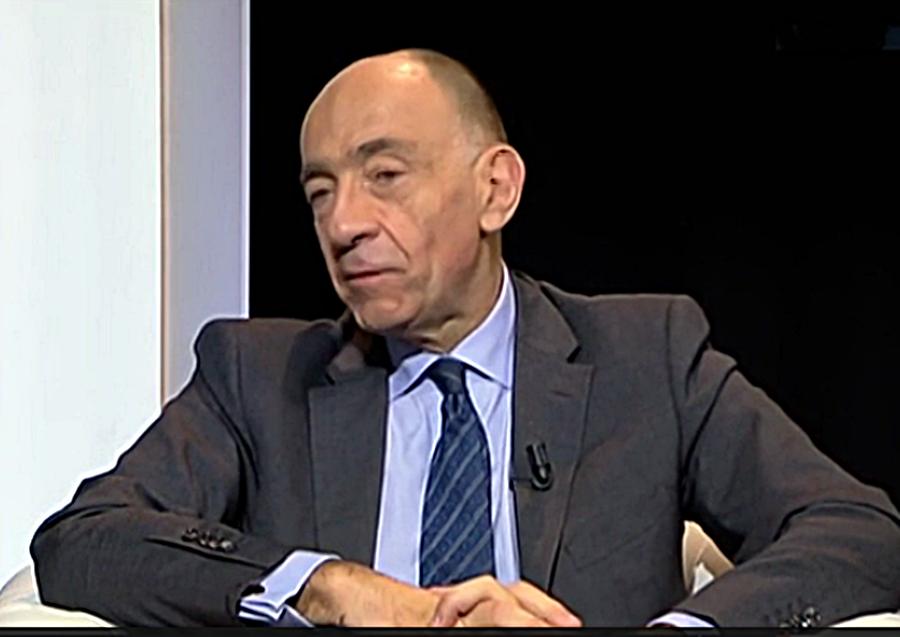 Depuis 1990, Air France a épuisé 7 Présidents. Jean-Marc Janaillac serait le dernier en date. Il est issu de la promotion Voltaire de l'ENA. La même que François Hollande... (photo captation d'écran)