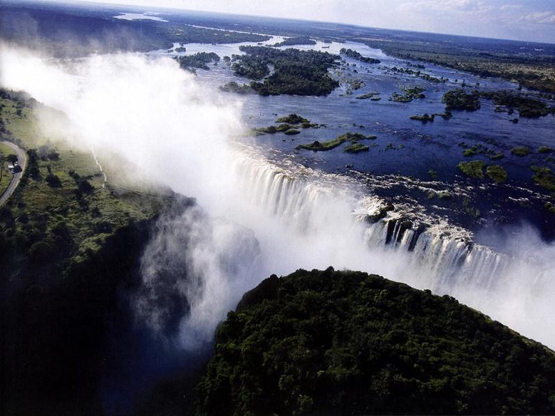 Le pays compte également de nombreuses chutes, mais les Victoria Falls, l'une des 7 merveilles du monde, sont de loin les plus belles et les plus impressionnantes - DR : OT de Zambie