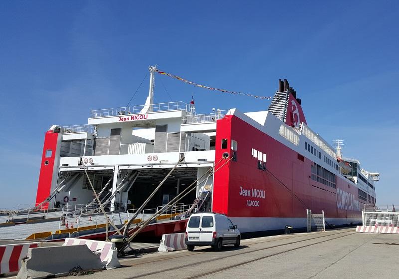 Les navires seront repeints en rouge et blanc, les uns après les autres, en fonction de leurs arrêts techniques. Ici, le Jean Nicoli - DR : A.B.