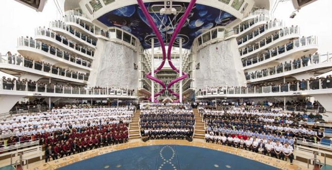 Royal Caribbean a hisser les drapeaux et honoré les membres d'équipage de l'Harmony of the Seas - Photo : Royal Caribbean
