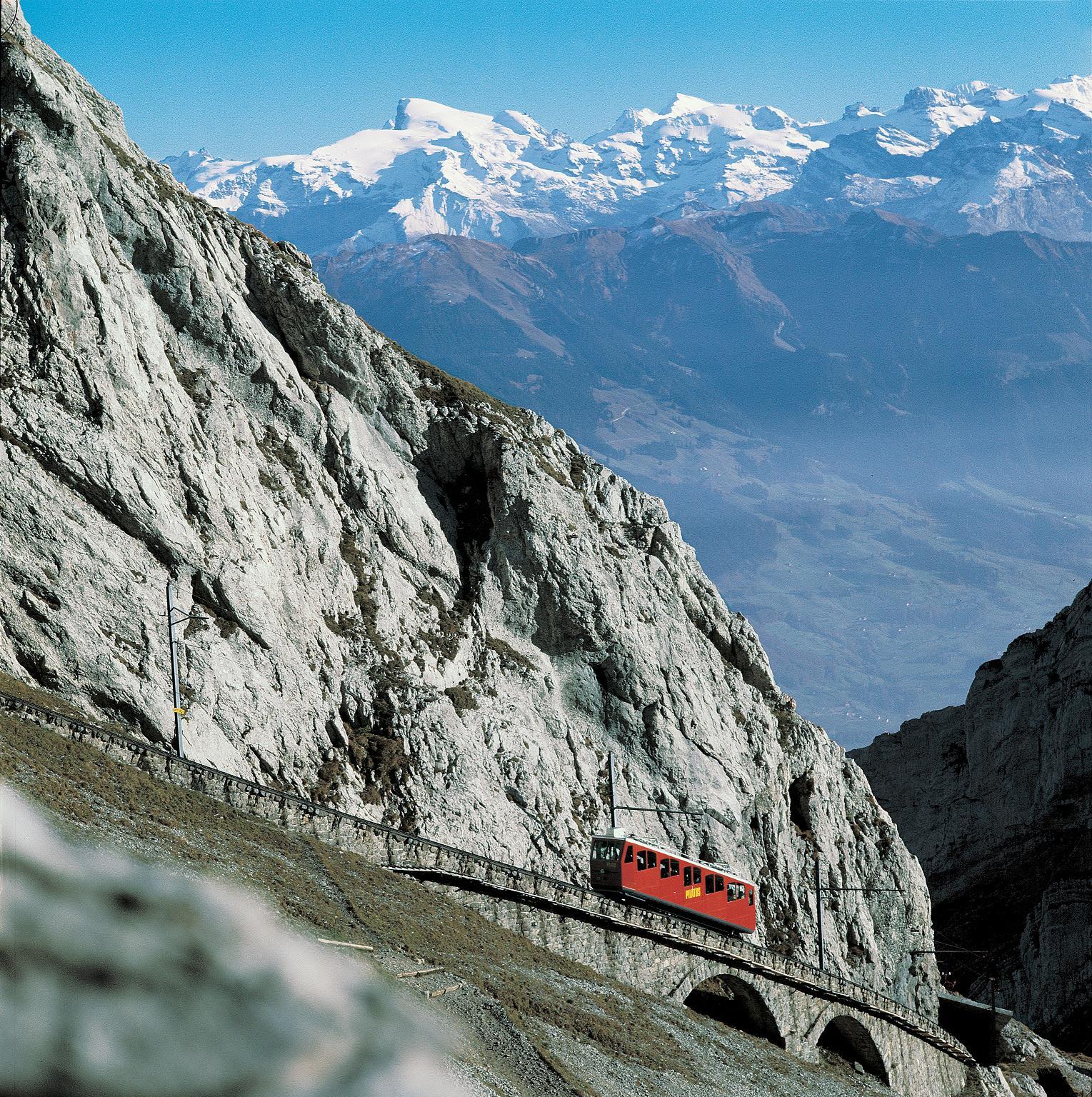 Le Pilatus Kulm dans la région de Lucerne. Le train à crémaillère le plus pentu du monde. Crédit Switzerland Tourism.