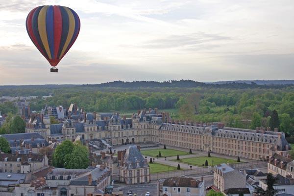 Le ballon au-dessus du château de Fontainebleau
