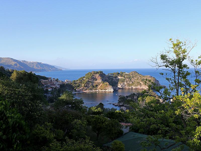 Taormine, un véritable balcon sur la Méditerranée, offrant une vue panoramique sur la baie de Naxos - DR : G.S.