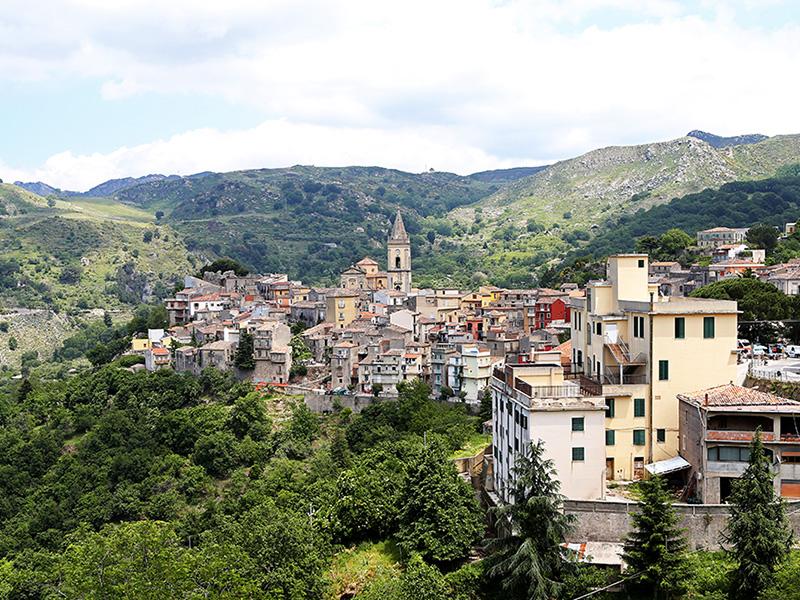 Le beau village de Novara di Sicilia - DR : G.S