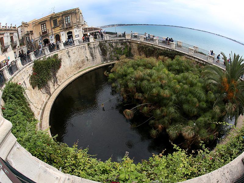 La fontaine d'Aréthuse, en référence à la mythologie grecque. DR : G.S