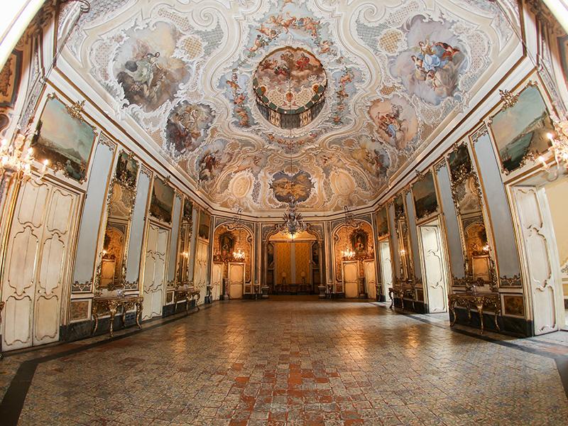 Le plafond de la salle de bale du palazzo Biscari. DR : G.S