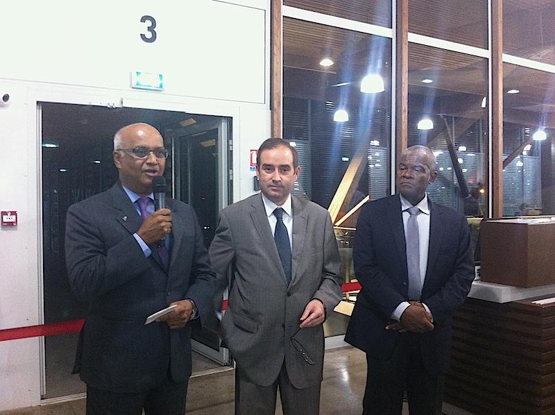 Marie-Joseph Malé le PDG d'Air Austral, Frédéric Veau, le nouveau préfet du département et Soibahadine Ibrahim Ramadani, le président du conseil départemental de Mayotte ont inauguré la nouvelle ligne entre Mayotte et Paris le 10 juin – DR LAC