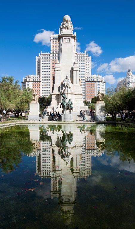 Plaza de Espana, l'impressionant monument à Cervantés avec Don Quichotte et Sancho à ses pieds - DR : OT de Madrid