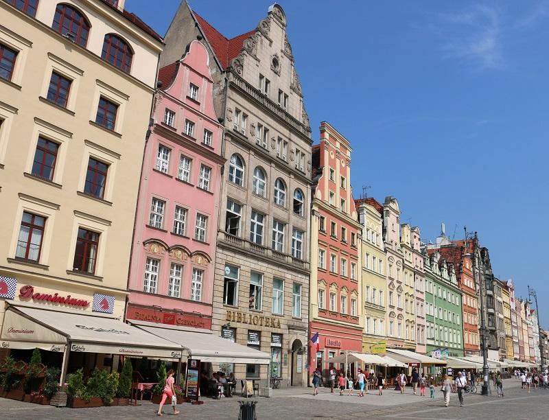 Si toutes les cités polonaises sont bâties autour de leur rynek (place centrale), encadrée d'immeubles baroque et renaissance, la place de Wroclaw joue ici les premiers rôles - DR : J.-F.R.