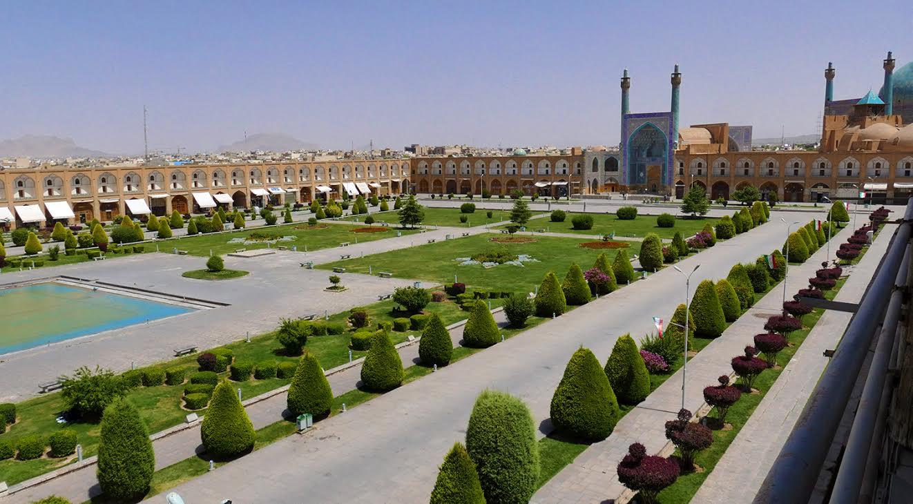 Avec ses 512 m de long sur 163 de large, l'ex-Place Royale d'Ispahan est la deuxième du monde par  sa taille, après Tienanmen - Photo Bernard Moulin