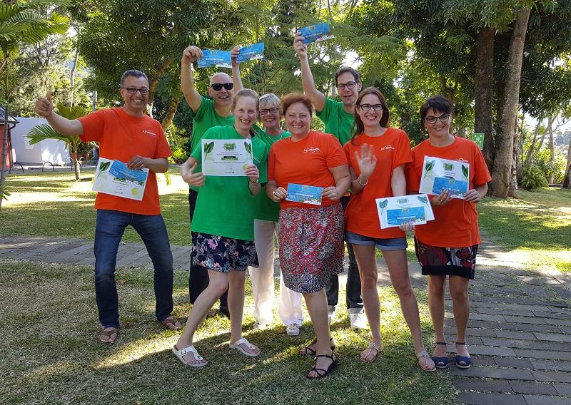 L'équipe française Maïdo (orange) et l'équipe allemande (Manapany) ont chacune remporté le Rallye dans leur catégorie - DR : A.B.