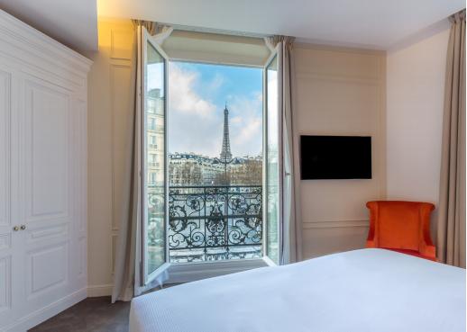 L'Hôtel La Comtesse est situé tout près de la Tour Eiffel et du Champs de Mars - Photo : Hôtel La Comtesse