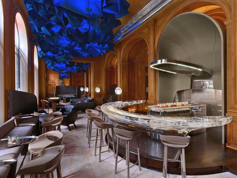 Bar of the Plaza Athénée - Photo Eric Laignel
