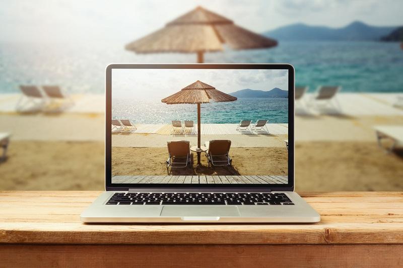 80% des Français réservent leurs vacances en ligne - source Toluna pour Webloyalty (c) Fotolia : maglara