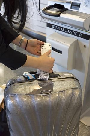 Les bornes en libre-service délivrent des cartes d'embarquement et des étiquettes bagages - Photo : Star Alliance