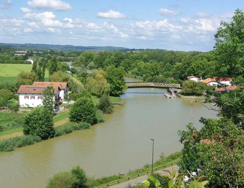 L'Adour prend sa source dans les Pyrénées et se jette dans l'océan à Bayonne, après 300 km de parcours - DR : J.F.R.