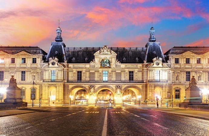 Les opérateurs devront désormais obligatoire faire appel à des guides-conférenciers professionnels pour mener des visites guidées dans les musées et monuments historiques de France - Photo : TTstudio - Fotolia.com