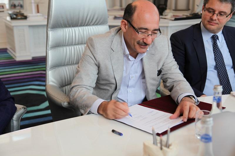 Le ministre Abulfaz Garayev, ministre de la Culture et du Tourisme de la République d'Azerbaïdjan (c) RBT