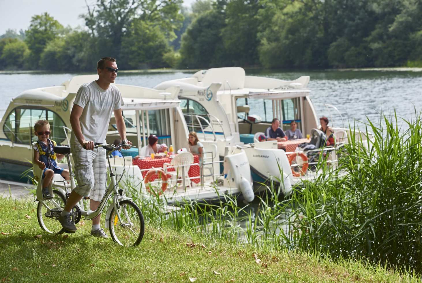 River boat rental: a unique way to explore France