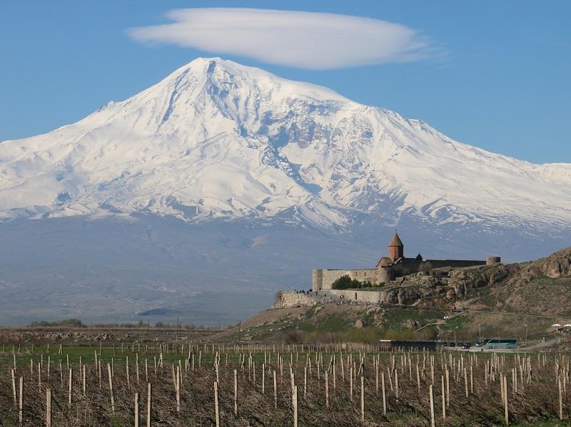 Le mont Ararat (5 165 m), illumine de ses neiges éternelles la capitale Erevanle mont Ararat (5 165 m), illumine de ses neiges éternelles la capitale Erevan - DR : J.-F.R.