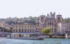 Lyon : mise à l'eau du bateau promenade Navilys II