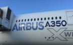 French Blue pose son premier A350 à La Réunion